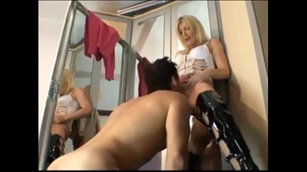 Amateur blonde gets anal on homemade quickie